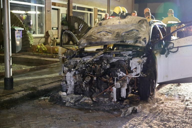 Auto compleet uitgebrand